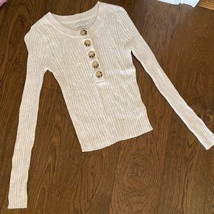 American Eagle cropped button top